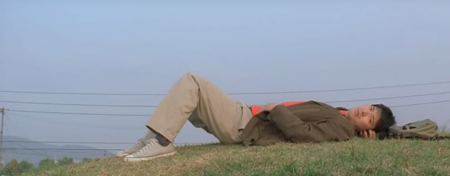 Le personnage de Gyung-Soo allongé